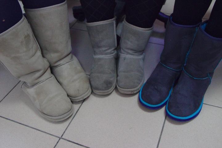 Des qu'il fait froid les filles sortent les bottes... toutes les mêmes !